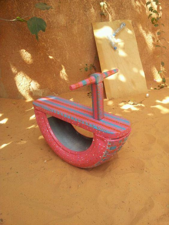 huśtawka z opony dla dzieci kolorowa