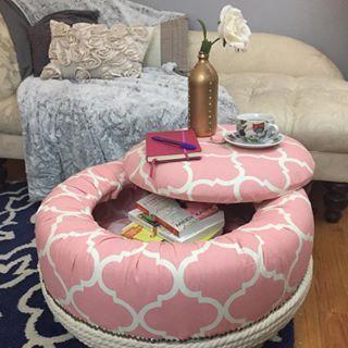 ozdoby z opon w pokoju dziecięcym pufa z opon różowa